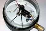 Устройство и принцип работы электроконтактного манометра